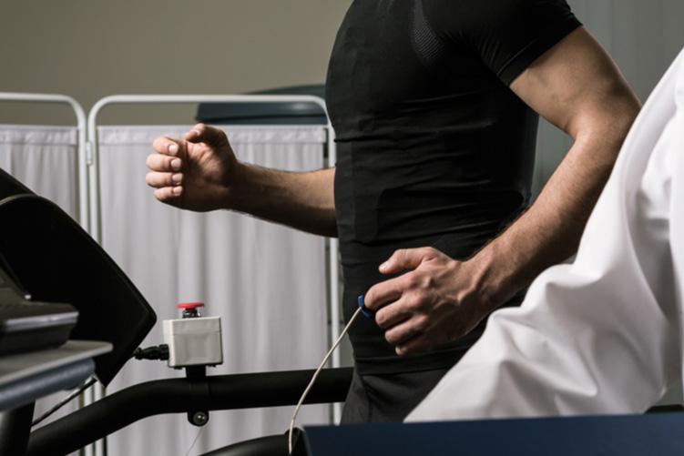 Ecocardiografía de estrés en pacientes con enfermedad valvular nativa
